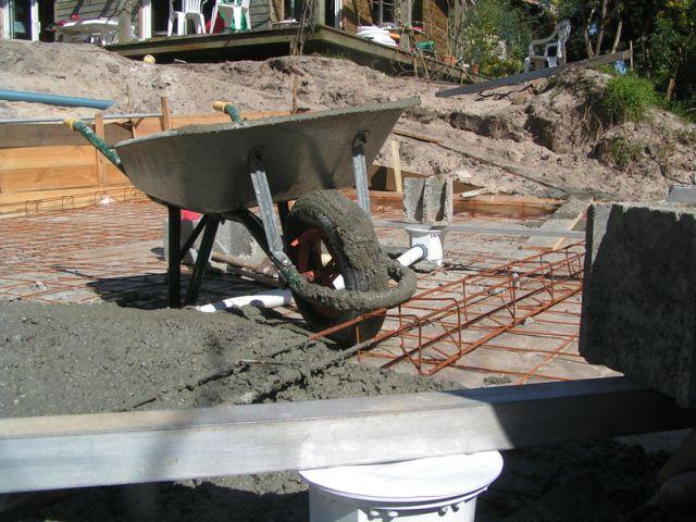 La pr paration de la chappe et le ferraillage de la piscine for Construction piscine fontenay le comte