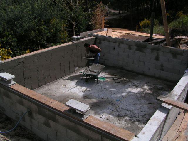 Le ferraillage et la reprise des murs de la piscine for Piscine construction