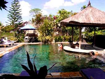 Les plus belles piscines du monde for Piscine jardin exotique