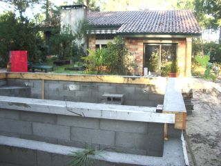 Arase murs piscine a debordement constructionpiscine for Piscine miroir avec bac tampon