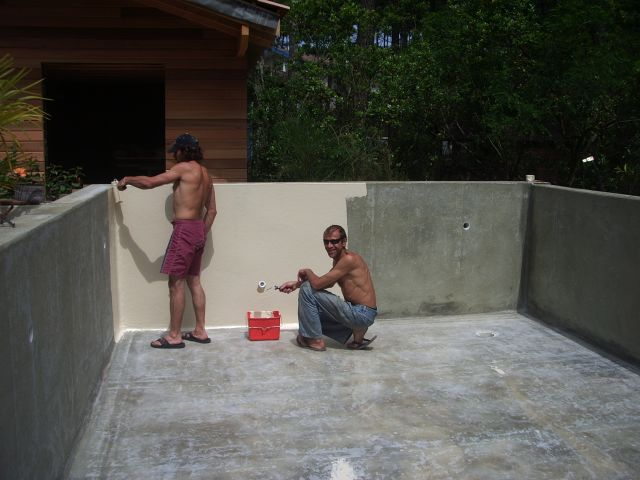 Construction piscine etape 4 gelcoat de finition for Piscine a debordement construction