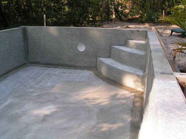 Construction escalier de piscine for Piscine beton banche