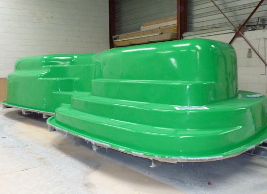Piscine coque photos de la fabrication d 39 une piscine coque for Robot piscine pour coque polyester
