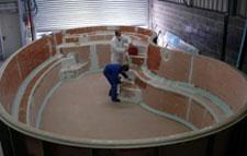 Piscine coque photos de la fabrication d 39 une piscine coque for Fabricant de piscine polyester