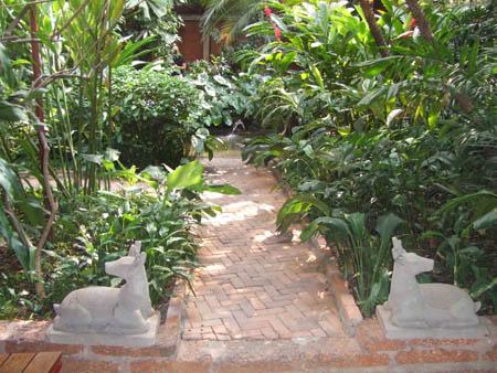 All e du jardin de jim thompson en thailande pas - Allee de jardin en pierre ...