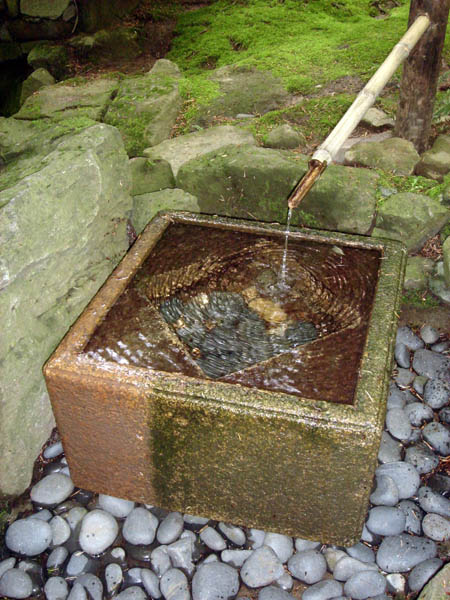 fontaines de jardin japonais fontaines en pierre et bambou. Black Bedroom Furniture Sets. Home Design Ideas