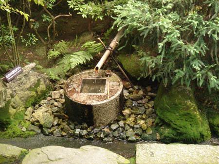 fontaines du jardin botanique ryoan ji kyoto fontaines en pierre et bambou. Black Bedroom Furniture Sets. Home Design Ideas