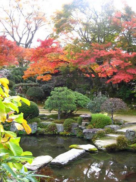 Photo pont japonais au parc botanique de kyoto shoren et au temple de hokokuj les plus beaux - Les plus beaux jardins du monde ...