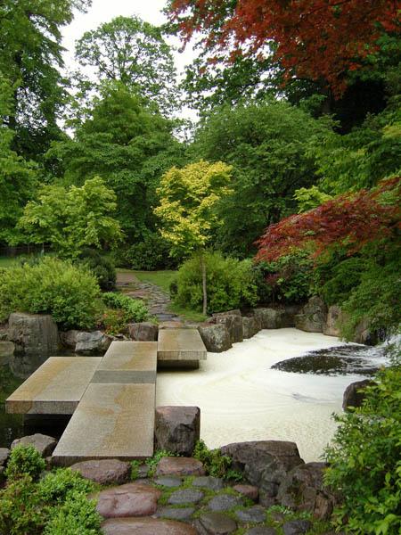 pas japonais sur bassin holland park les plus beaux bassins aquatique du monde. Black Bedroom Furniture Sets. Home Design Ideas
